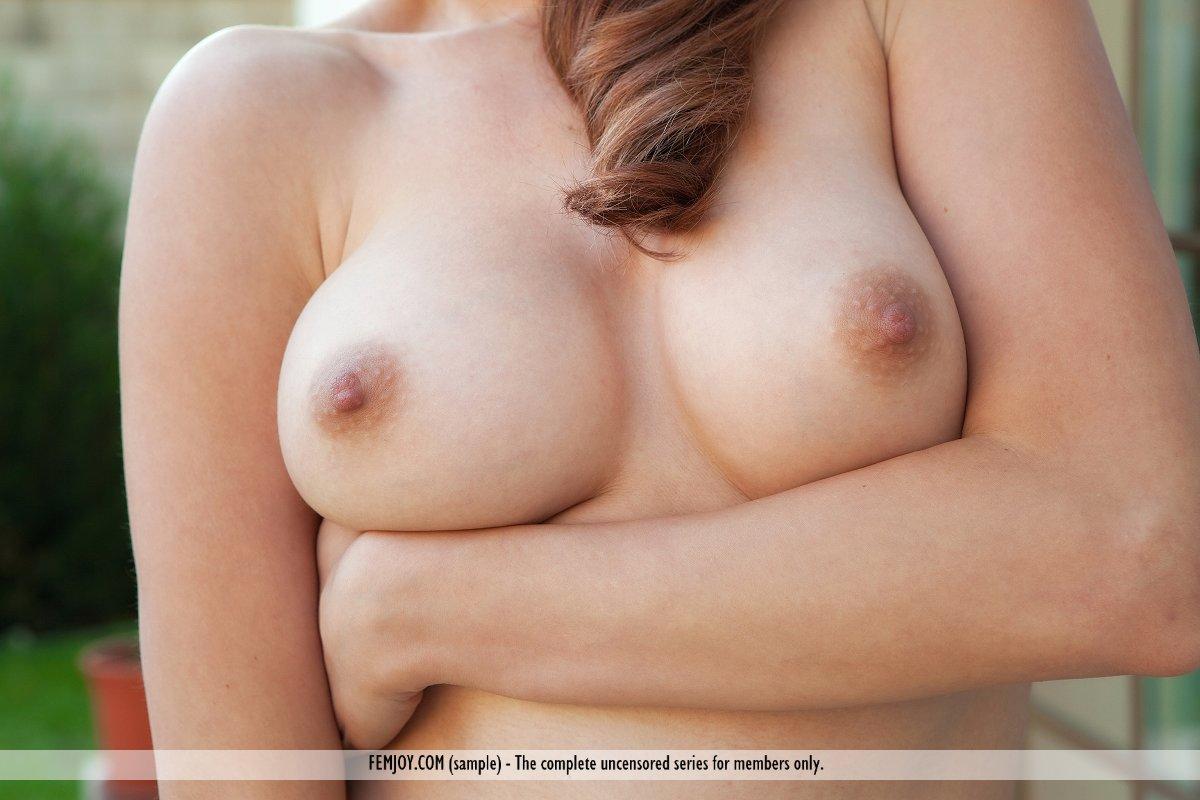 http://pics.drtuber.com/media/photos/1204332.jpg