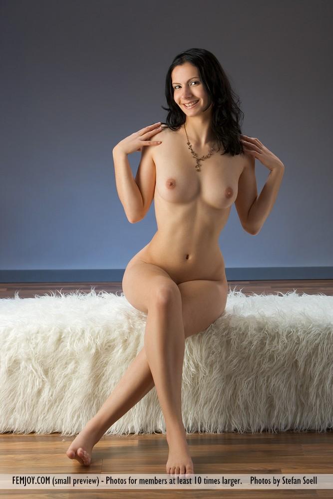 http://pics.drtuber.com/media/photos/1204526.jpg