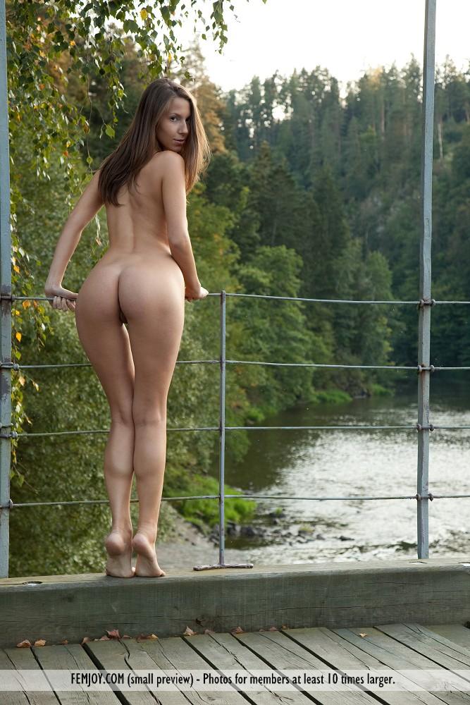 http://pics.drtuber.com/media/photos/1204910.jpg