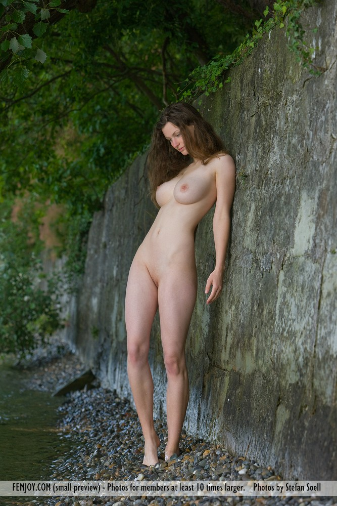 http://pics.drtuber.com/media/photos/1207564.jpg