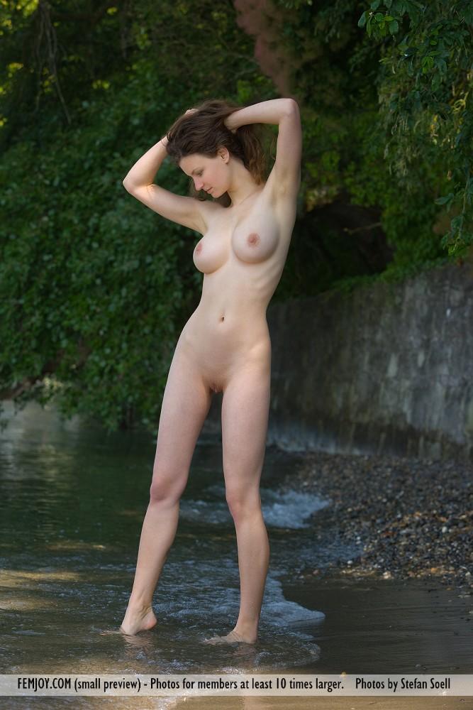 http://pics.drtuber.com/media/photos/1207568.jpg