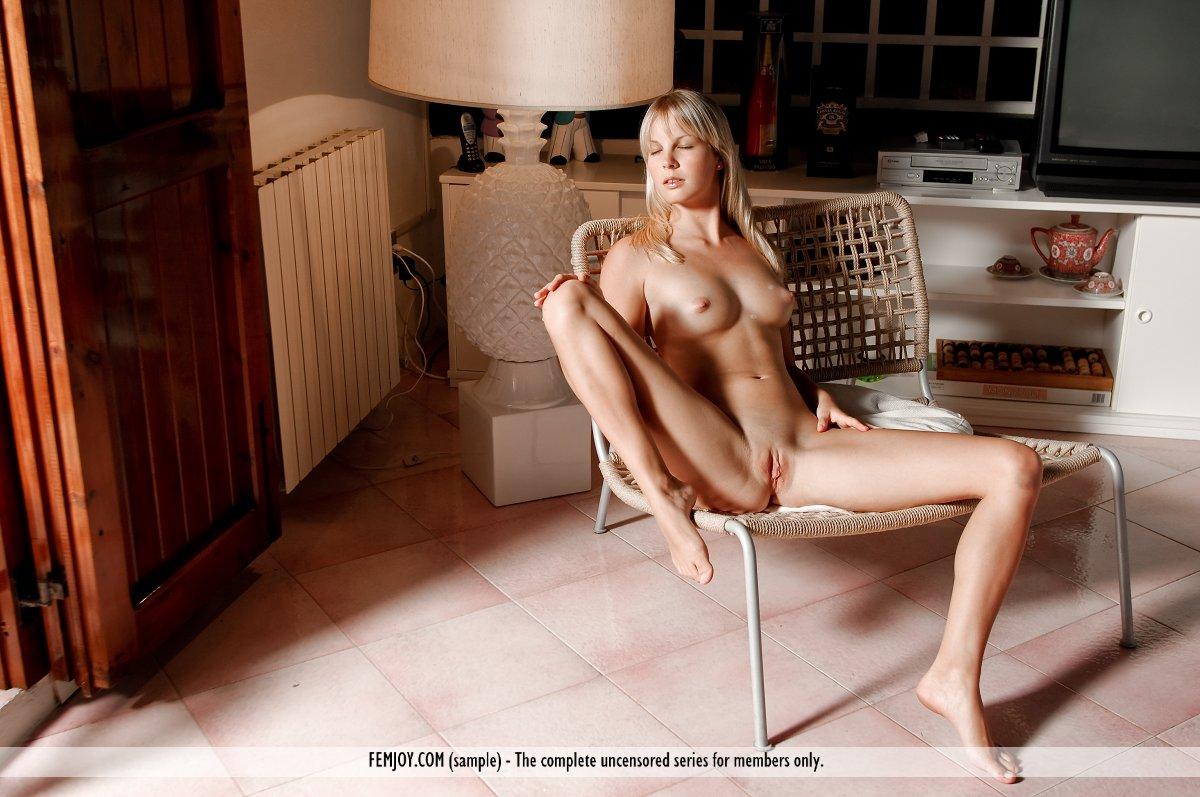 http://pics.drtuber.com/media/photos/1207845.jpg