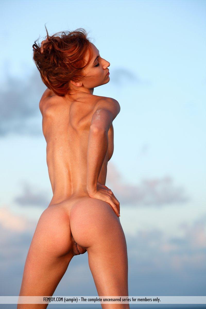 http://pics.drtuber.com/media/photos/1209582.jpg