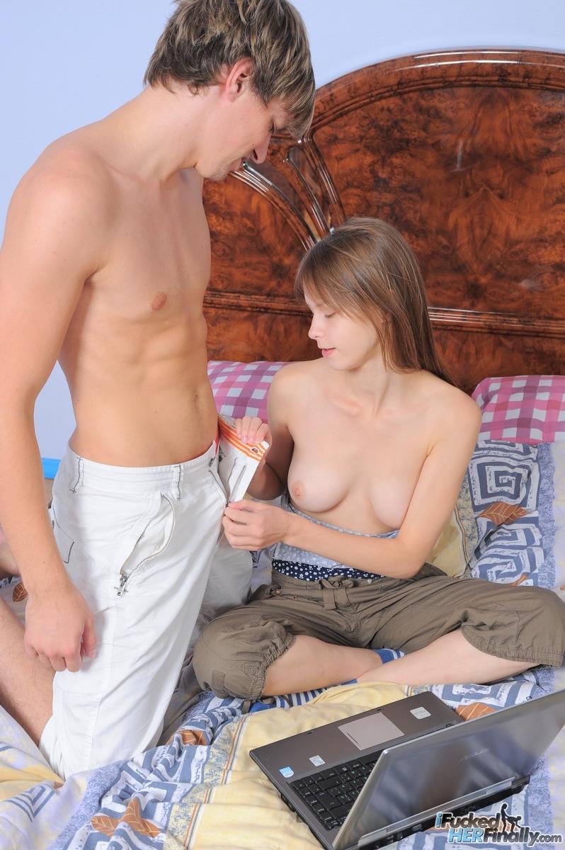 http://pics.drtuber.com/media/photos/1378009.jpg