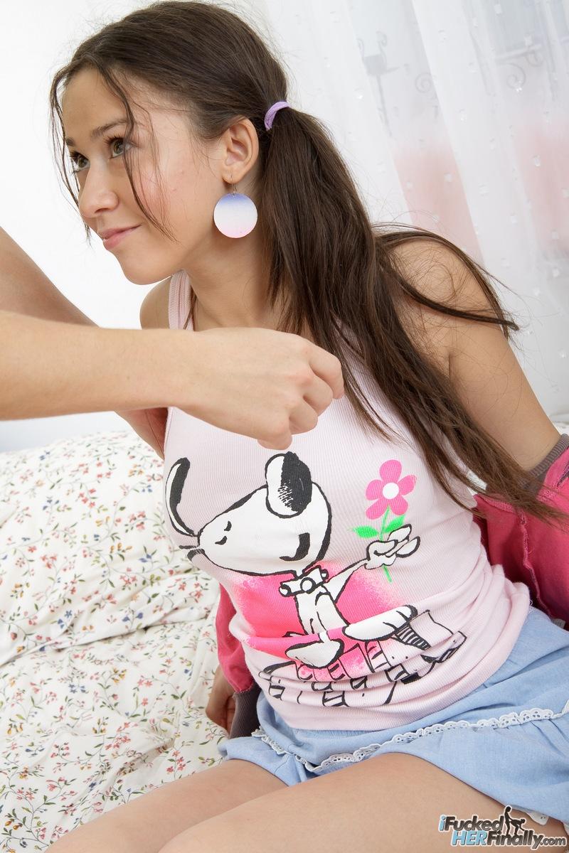 http://pics.drtuber.com/media/photos/1378679.jpg