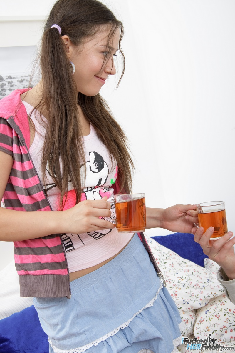 http://pics.drtuber.com/media/photos/1378714.jpg