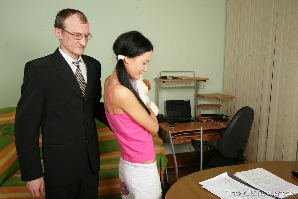 http://pics.drtuber.com/media/photos/1468151.jpg