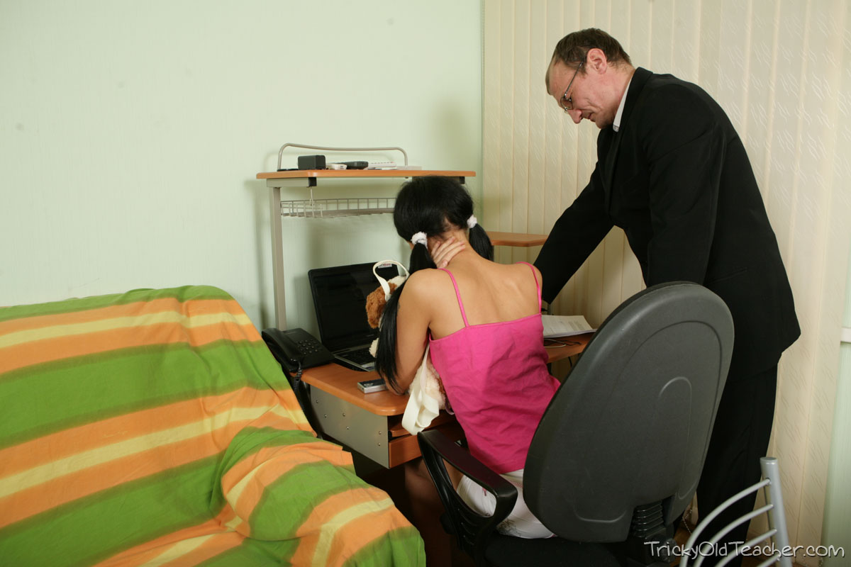 http://pics.drtuber.com/media/photos/1468153.jpg