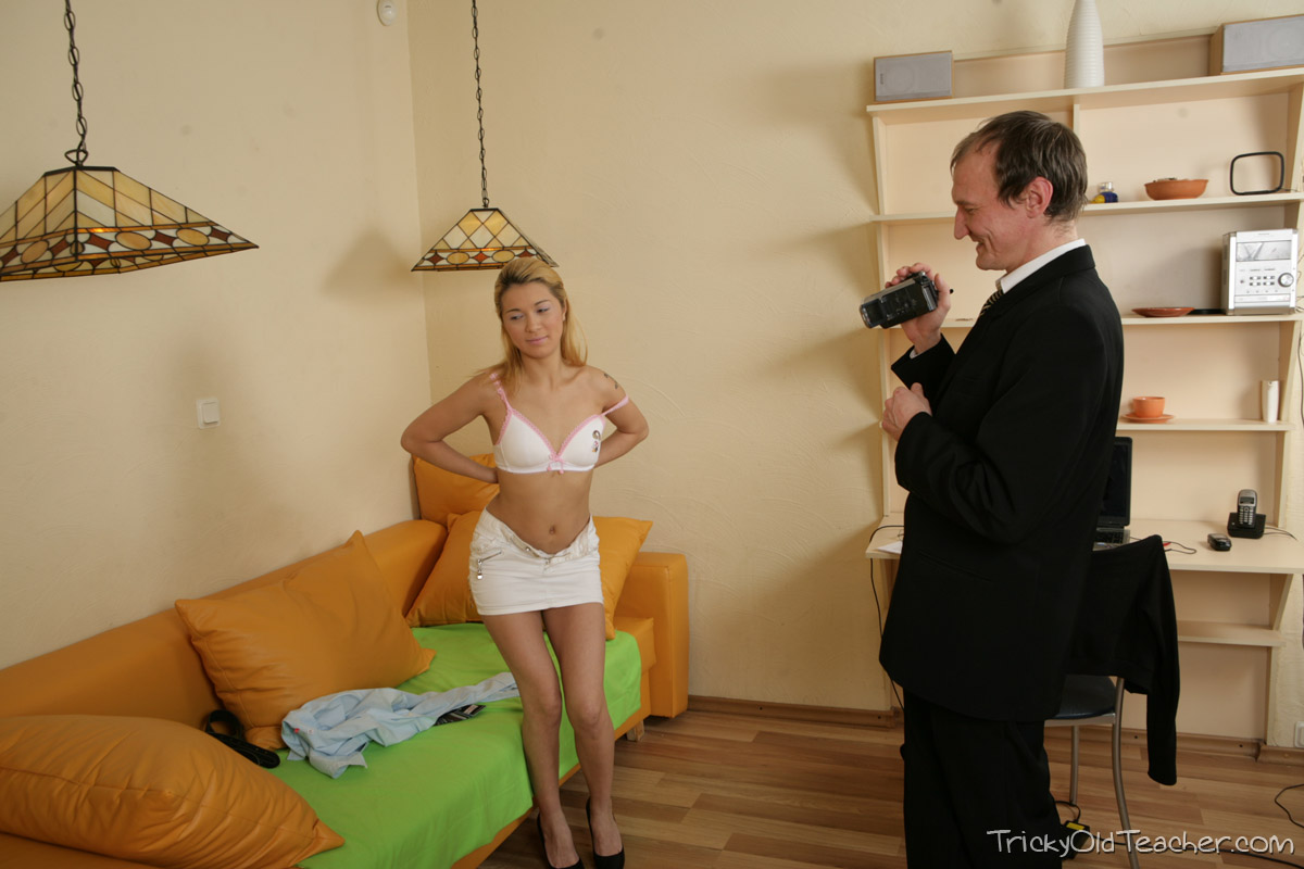 http://pics.drtuber.com/media/photos/1468336.jpg