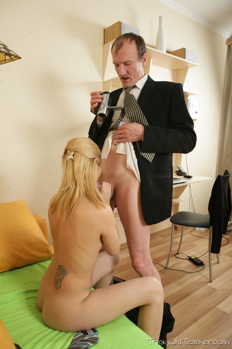 http://pics.drtuber.com/media/photos/1468424.jpg