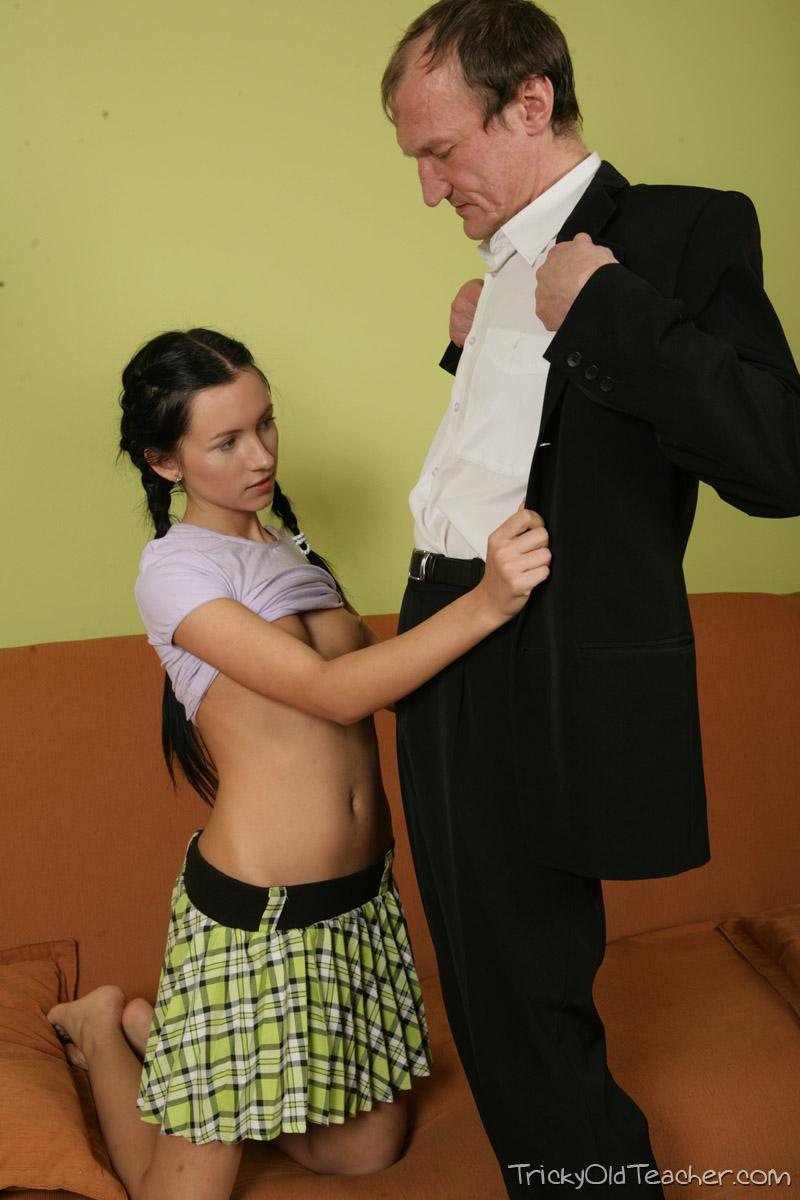 http://pics.drtuber.com/media/photos/1468622.jpg