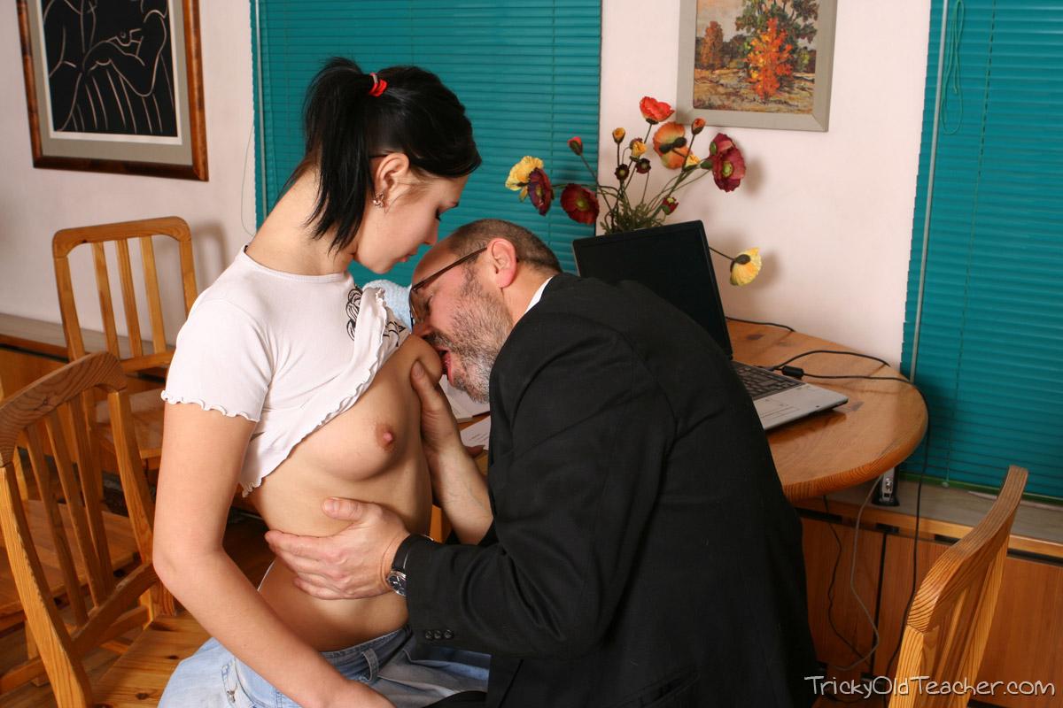 http://pics.drtuber.com/media/photos/1468662.jpg
