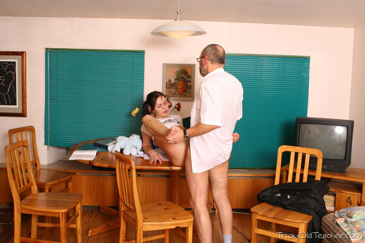 http://pics.drtuber.com/media/photos/1468731.jpg