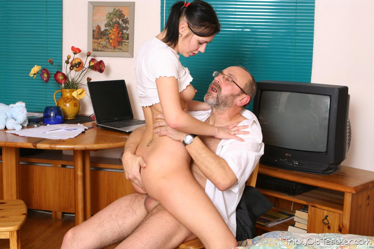 http://pics.drtuber.com/media/photos/1468754.jpg