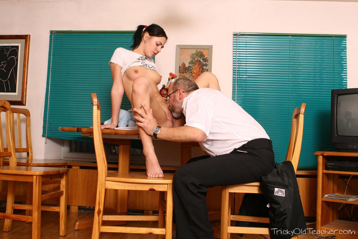 http://pics.drtuber.com/media/photos/1468762.jpg
