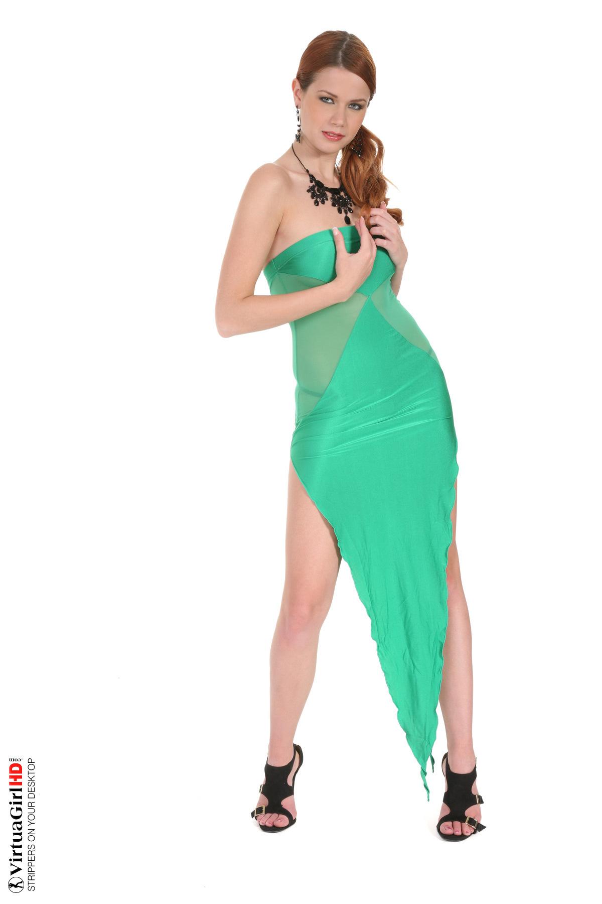 Секс блондинок в зеленом платье 13 фотография