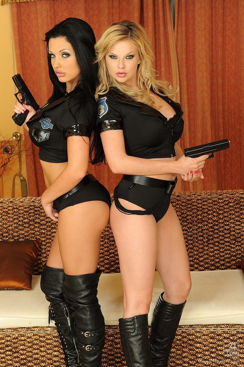 Секс с полицейским в полиции смотреть онлайн 20 фотография