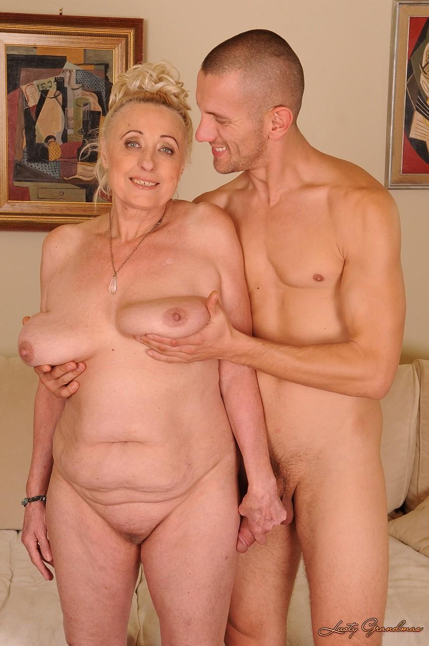Пожилые раздеваются фото вечером