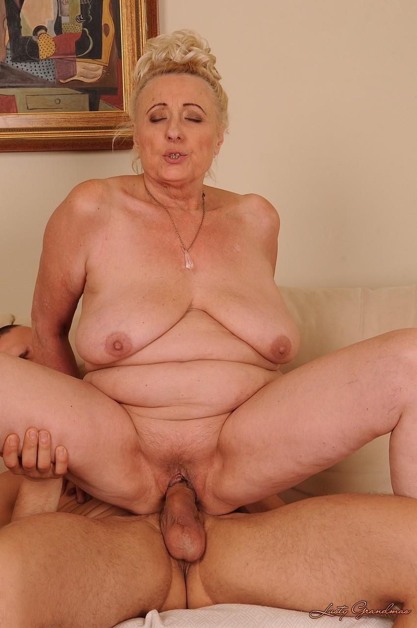18 старухи голые ебутса онлайн