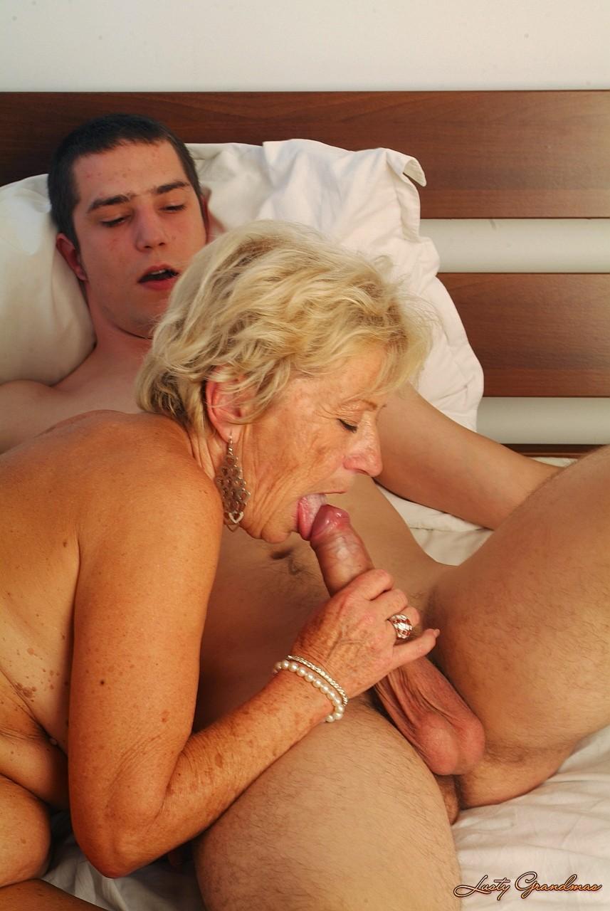 домашних бабушка внук ебет