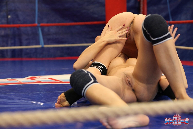 porno-lesbiyanki-na-ringe