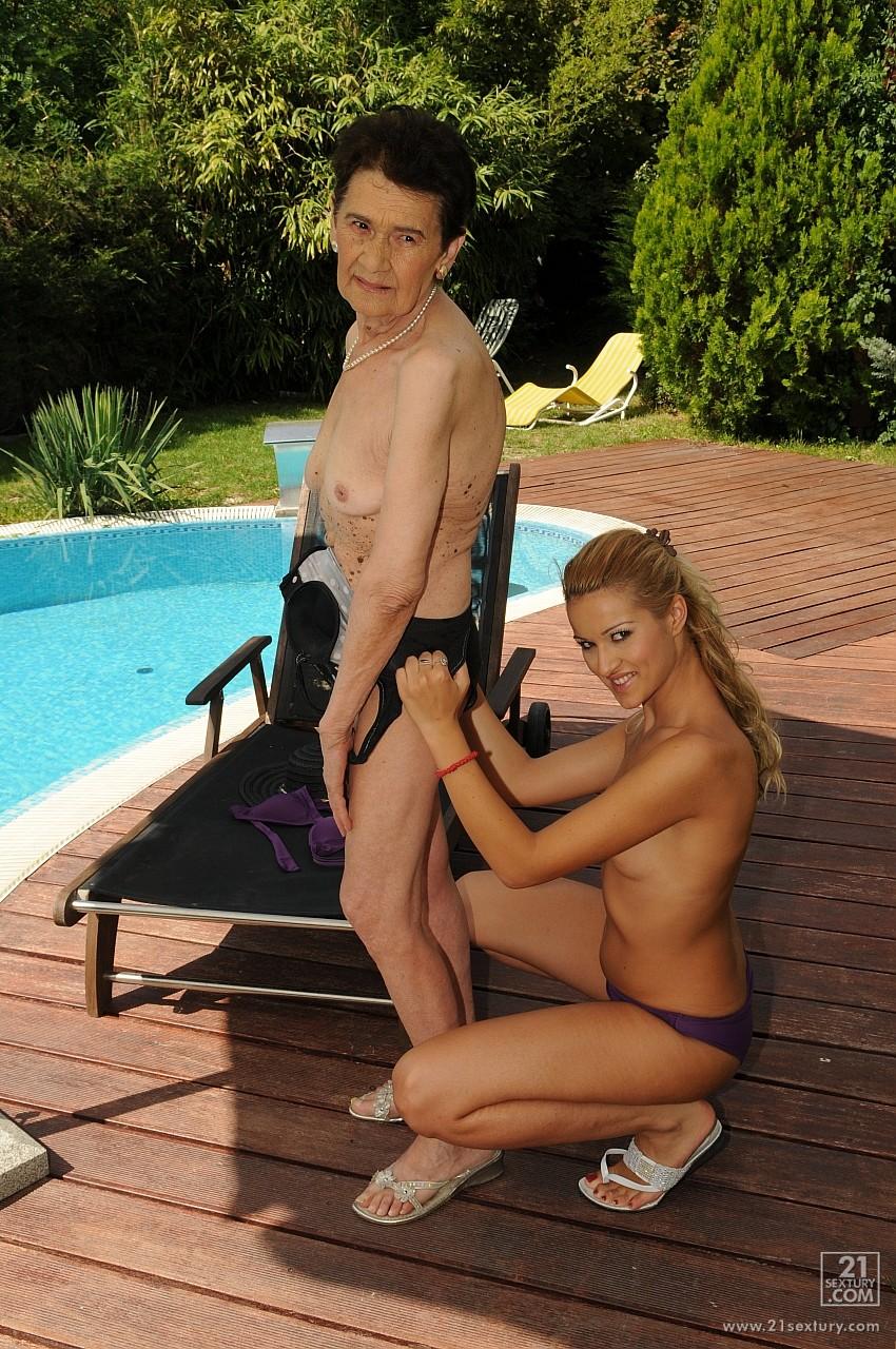 Старуха ебётса с с внуком 12 фотография
