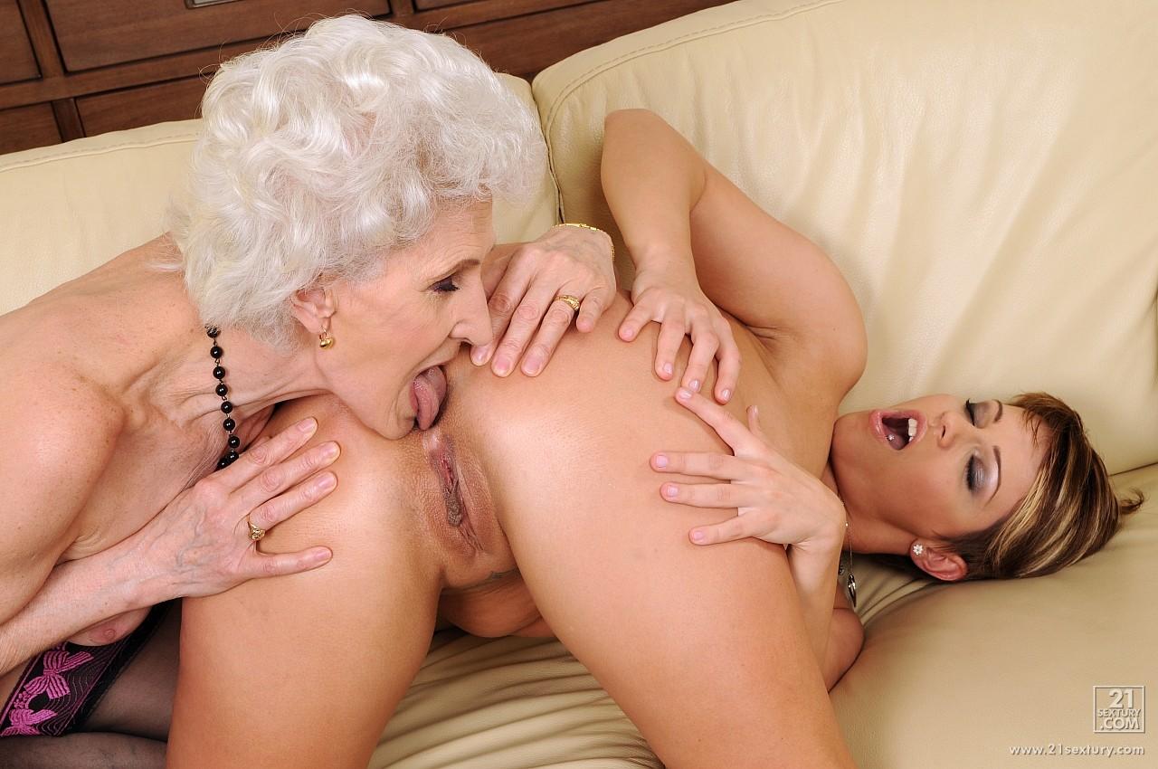 Смотреть порно бабушки лезбиянки 10 фотография