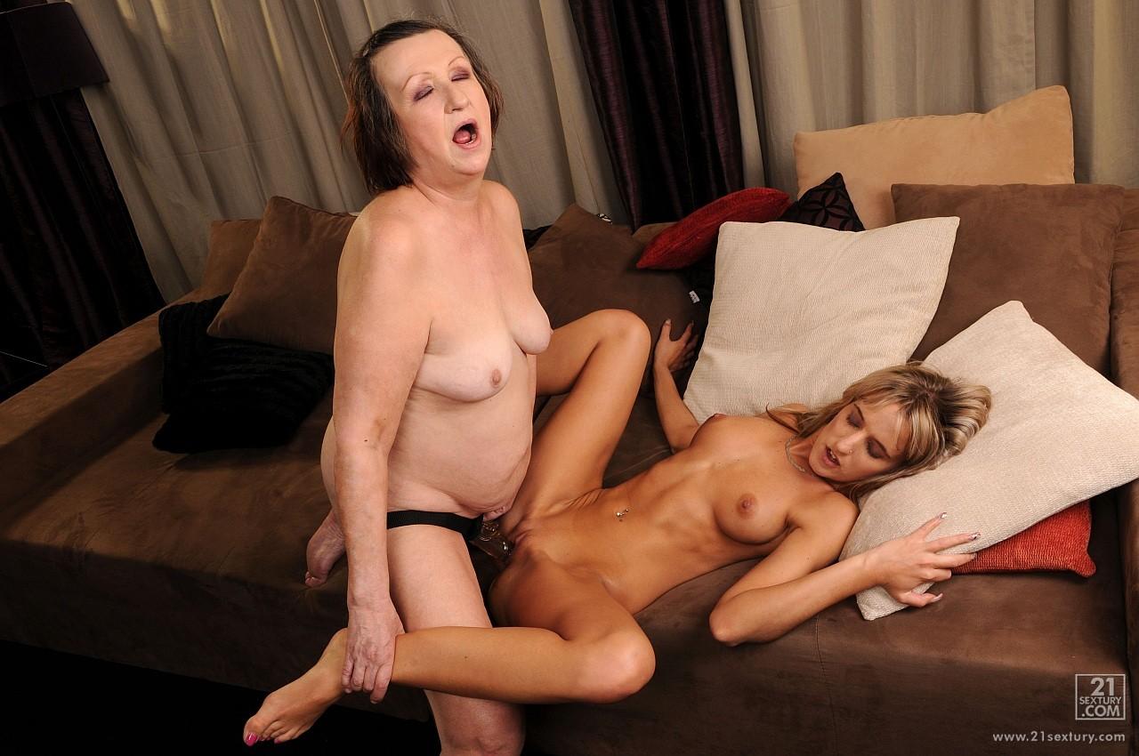 porno-starie-lesbiyanki-strapon
