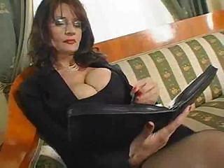 Porno Video of Bust Mom