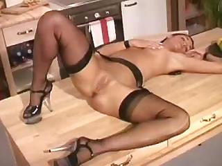 Porno Video of Jennifer La Serveuse Se Touche Et S''exhibe