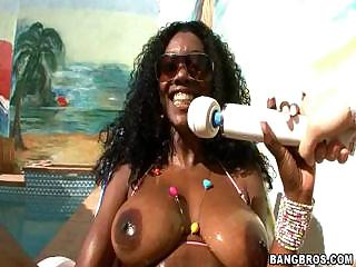 Porn Tube of Hot Chocolate Nyomi Banxxx Is Really Horny