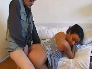 Porno Video of Old Kink Gives Young Arab Hoochie A Proper Hard Pussy Fucking