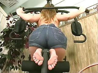 Porno Video of Sporty Freshie Stretches Her Pussy And Her Anus During A Nude Workout In The Gym