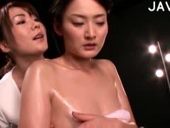 Мужик трахать сам себя своим членом порно