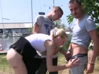 Порно девушка дрочит парню до оргазма