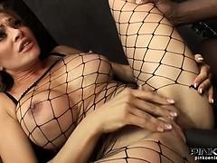 Смотреть эротическое видео осмотр врачом голых девушек