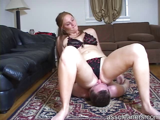 Porn Tube of Giantess Mistress Facesits A Man Until He Is Smothered