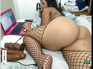 Porno Video of Babe With A Big Ass Is Pleasuring Herself On Her Computer Webcam