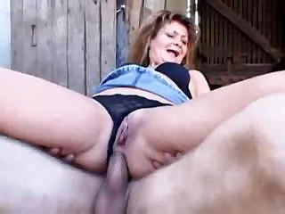 Mature lady gives up all her holes for the hungry hard dick