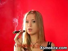 Порно с 18 летней красавицей
