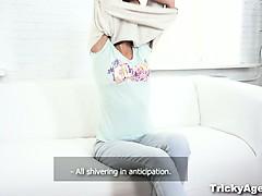 Хитрый агент - экс-гимнастка делает шпагат на члена
