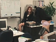 Горячие азиатские крошка офис сексуально пытали на работе