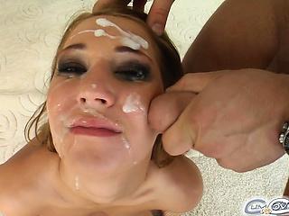 Девушка сосет лежачий член смотреть порно