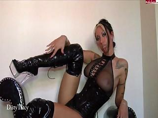 Porno Video of Kinky Tatooed Blonde In Black Leather Boots Shows Off On Cam