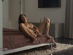 Порно фото сильвия саинт делает минет