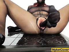 Видео порно мокрощелка спустили в киску