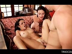 Красивый секс грудастой студенткой