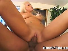 Шикарные мамаши любящие хорошо по трахаца
