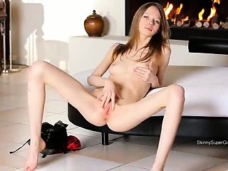 seductively beautiful skinny girl posingfree porn pornodox.com