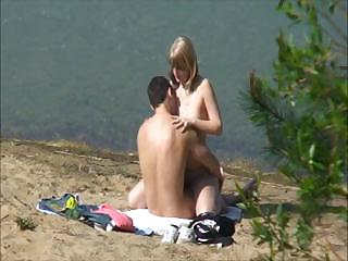 Porno Video of Amateur Sex On The Beach Is Being Filmed By A Peeper When They Fuck